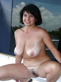 Reife Dame völlig nackt