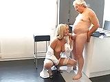Alter Patient fickt junge Krankenschwester