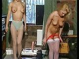Ein Gummischwanz für zwei Blondinen