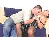 Granny erlaubt ihm sie zu ficken