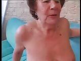 Oma Vera will Spaß haben