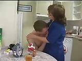 Russen-Mutter will seinen Jungschwanz