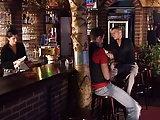 Dreier mit der Barkeeperin