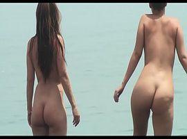Heimlich gemachte Aufnahmen vom FKK-Strand