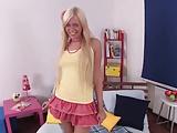 Junge Blondine wird doppelt penetriert