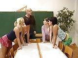 Lehrer fickt vier Schülerinnen