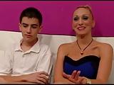 Mit 18 poppt er eine reife Blondine