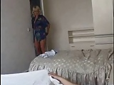 Stiefmutter steigt zum Ficken in sein Bett