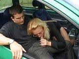 Auch in einem kleinen Auto kann man ficken