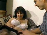 Mollige Milf fickt in privaten Porno