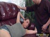 Stiefvater wichst vor der Tochter