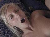 Swinger-Blondine fickt vor der Kamera