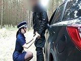 Waldfick mit Polizistin