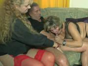 Älteres Ehepaar fickt vor Bea Dumas