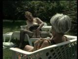 Haarige Omas masturbieren Outdoor