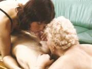 Oma träumt von einem Dreier mit Mann und Frau