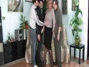 Drei Männer bumsen eine reife Italienerin
