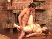 Fette Frau mit riesigen Eutern wird gefickt