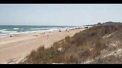 Paar fickt am Strand und lässt fremde Männer zuschauen